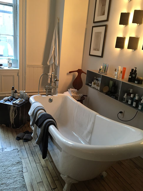 bathtub-at-THE-APARTMENT-by-The-Line-Soho,-NYC