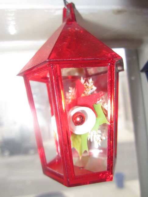 hanging-red-plastic-vintage-christmas-lantern-tree-ornament