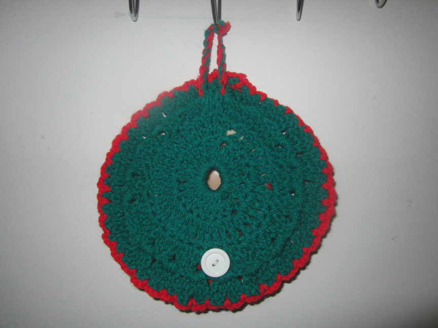 reverse-vintage-crochet-christmas-ornament