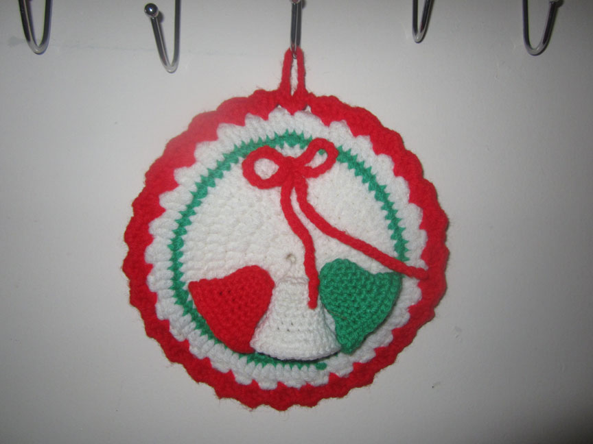 vintage-crochet-yarn-pot-holder-christmas